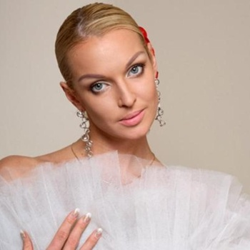 Балерина Анастасия Волочкова осталась без денег из-за мужа