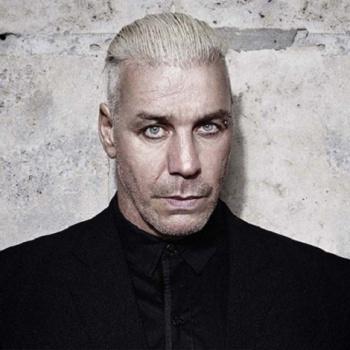 Спасите-помогите: лидер группы Rammstein попал в заложники к российским фанатам
