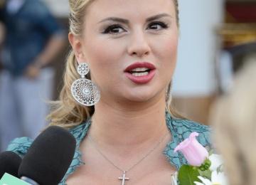 Анна Семенович вместе с Александром Домогаровым снимается в фильме