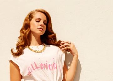 Лана Дель Рей выпустила футуристический и мрачный клип на песню White Mustang
