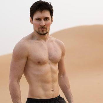 Павел Дуров похвастался подтянутым торсом