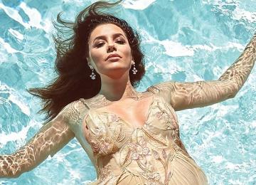Беременная Ева Лонгория снялась в фотосессии в бассейне