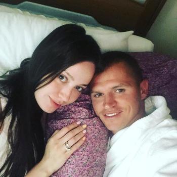 Анастасия Костенко выложила фото из роддома