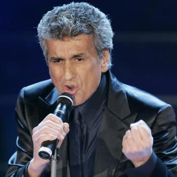 Итальянского певца Тото Кутуньо срочно госпитализировали