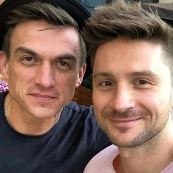 Сергей Лазарев поздравил Влада Топалова с помолвкой