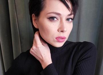 Настасья Самбурская вспомнила о трудном детстве