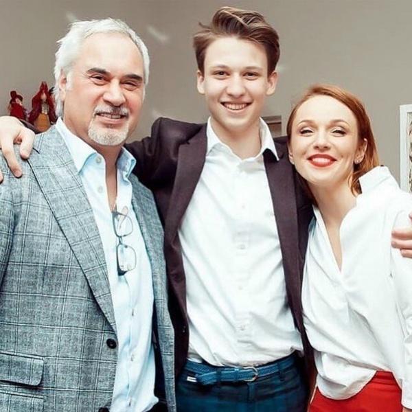 Альбина Джанабаева дала интервью о семье